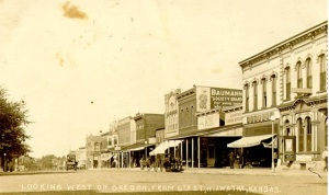 6th and Oregon looking west 1915 courtesy hiawathapics.com