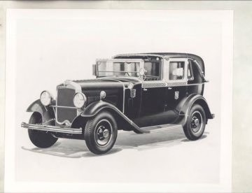 1929 Checked taxi cab
