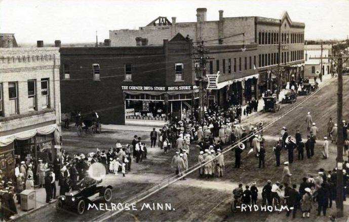 Melrose Mn Corner Drug Store courtesy lakenwoods.com